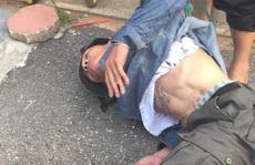 Đánh đập tàn nhẫn người đàn ông trên phố Hà Nội vì nghi bắt cóc trẻ em
