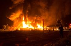 'Bà hỏa' thiêu rụi xưởng nệm trong đêm