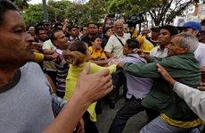 Tổng thống Venezuela thề giải quyết mâu thuẫn trong vài giờ