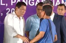 Tổng thống Duterte tiễn ngư dân và tàu cá Phú Yên