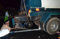 Xe máy tông xe bồn, 2 thanh niên chết tại chỗ
