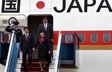 Thủ tướng Shinzo Abe tới Hà Nội, bắt đầu thăm Việt Nam