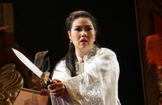 Lê Khánh bị 'phanh thây' trong nhạc kịch Tiên Nga