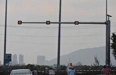 Đèn cảnh báo giao thông bằng năng lượng mặt trời