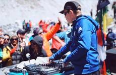 DJ hàng đầu tổ chức tiệc âm nhạc ở 'nóc nhà thế giới'