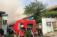 Cháy lớn tại kho hàng cảng Hà Nội