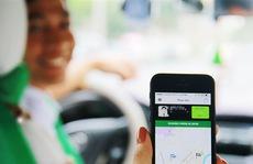 """Uber, Grab kinh doanh kiểu """"đốt tiền"""", taxi truyền thống sao cạnh tranh lại"""