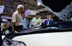 Cuối năm, giá ô tô tiếp tục lao dốc