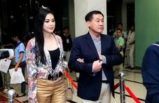Bố mẹ chồng Hà Tăng chi 81 tỷ thâu tóm cổ phiếu hàng không