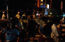 Dân bao vây nhóm người nghi bán hàng dỏm do phường giới thiệu