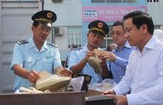 Hải quan lên tiếng vụ bắt giữ lô hàng giày Converse, nước hoa nổi tiếng