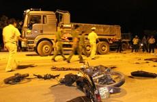 Va chạm với xe tải, nam thanh niên chết thảm