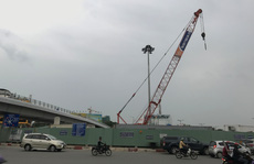 Cho một công ty tiếp tục thi công dự án cầu vượt cửa ngõ Tân Sơn Nhất