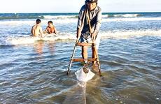 Lao xuống biển Vũng Tàu cùng ngư dân săn ốc