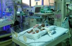 """""""Hồi sinh"""" bé gái chỉ nặng 855g khi ra đời"""