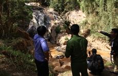 Bàn giao thi thể 2 nạn nhân khi chơi vượt thác Hang Cọp