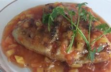 Đổi vị với món cá diêu hồng chiên sốt khóm cà chua