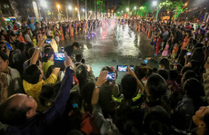 Mãn nhãn với 'quảng trường - nhạc nước ' tại Công viên Văn Lang.