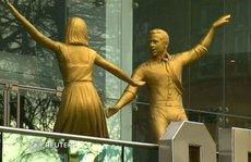 Cặp sao 'La La Land' được dựng tượng vàng