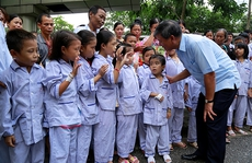 Bệnh nhân xúc động chia tay GS Nguyễn Anh Trí về hưu