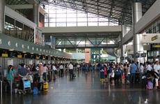 Mở cửa khu băng chuyền trả hành lý sân bay để đón người nhà
