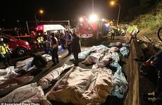 Lật xe buýt ở Đài Loan, gần 50 người thương vong