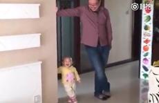 Video: Cậu bé 'nhí nhố' bắt chước bố thu hút hàng nghìn lượt xem