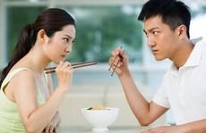Vợ chồng cãi nhau khi ô sin về quê ăn tết