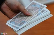 Đổi tiền lẻ sau Tết: 'Chém' đẹp 100.000 đồng còn 50.000 đồng