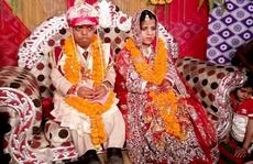 Đám cưới của cặp uyên ương cao bằng em bé một tuổi