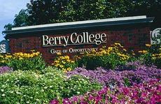 Lạc lối trong khuôn viên trường đại học rộng nhất thế giới