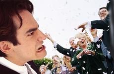 Chú rể 'từ mặt' bạn thân vì bị cướp diễn đàn ngay trong tiệc cưới