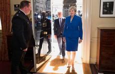 Bà Theresa May đang là 'con tin ' ở Downing Street