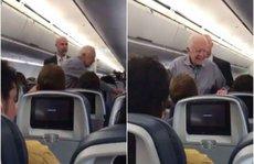 Cựu tổng thống Mỹ hành xử bất ngờ trên máy bay