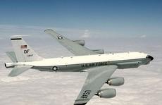 Máy bay Nga lao nhanh, áp sát máy bay Mỹ