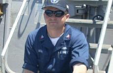 Thủy thủ xả thân cứu 20 người trên tàu khu trục Mỹ gặp nạn