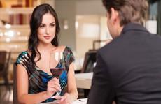 Để phụ nữ hấp dẫn hơn với người đối diện