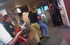 Y tá bị còng tay vì quyết không cho lấy máu bệnh nhân