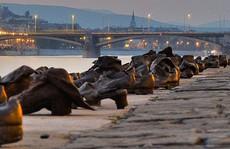 Hơn 60 đôi giày bên dòng Danube và câu chuyện ám ảnh phía sau