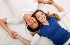 Vợ chồng cùng xem phim 'nóng', có nên không?
