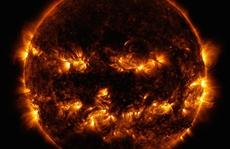 NASA bất ngờ tung bộ mặt Halloween của mặt trời
