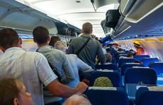 Tại sao hành khách phải đợi lâu trước khi rời máy bay?