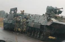 Zimbabwe: Tư lệnh quân đội 'làm phản', lật đổ tổng thống 93 tuổi?