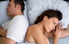 Vợ nổi đóa vì chồng 'kiêng yêu' theo lịch của thầy