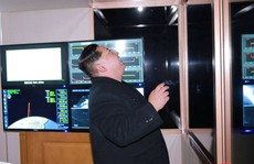 Triều Tiên khoe ảnh ông Kim Jong-un vui mừng theo dõi tên lửa
