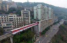 Trung Quốc: Tàu chạy xuyên tòa nhà 19 tầng
