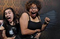 Những cảnh hài hước trong 'nhà ma' bị camera chụp lại