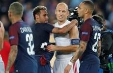 'Đôi chân pha lê' Arjen Robben giã từ tung hoành sân cỏ