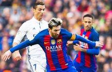 Ronaldo 'đá xoáy' cầu thủ Barcelona trong lễ nhận giải FIFA
