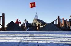 'Đốn tim' vẻ đẹp lung linh của băng giá trên đỉnh Fansipan